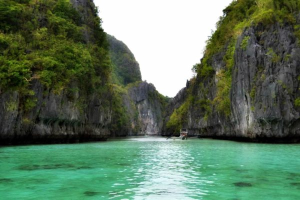 POPULAR BEACH DESTINATIONS IN THE PHILIPPINES