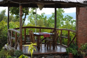 A Regular Suite Villa is equipped with 1 queen size bed with pull-out and 1 single bed. These villas are air-conditioned and are also equipped with television sets and free unlimited WIFI access. Each bathroom includes hot and cold showers. The Regular Suite Villas have small balconies overlooking the great view of the bay.