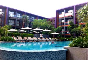 holiday inn express patong phuket central