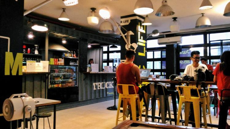 Extraordinary Hostel Living: Junction Hostel & Co-Working Space in Makati