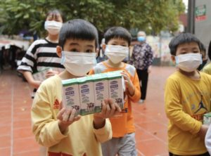 Vinamilk Gives Out Milk and Face Masks to Under-Privileged Children During COVID-19 Pandemic